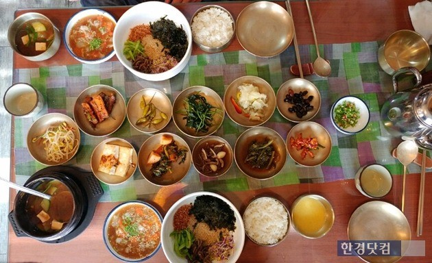 큰기와집 꽃게장 비빔밥 2인분(사진=오정민 한경닷컴 기자)