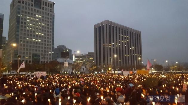 지난 19일 광화문 광장에서 열린 '4차 촛불집회' 현장. 이소은 기자
