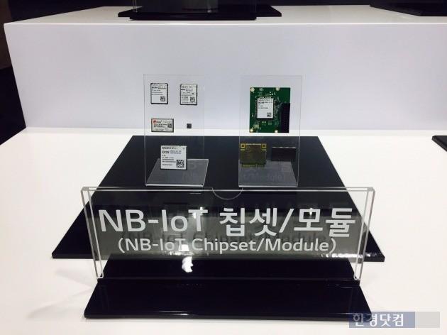 LG유플러스와 화웨이가 내년 4월부터 국내 중소기업, 스타트업(신생 벤처기업)에 무료로 배포할 예정인 NB-IoT 칩셋과 모듈.