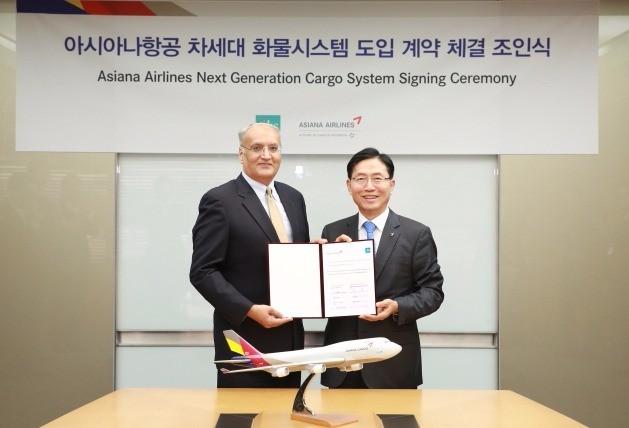 아시아나항공은 23일 강서구 아시아나항공 본사에서 항공화물 IT 서비스 업체 'IBS'와 차세대 항공화물시스템 '아이카고' 도입 계약을 체결한다고 밝혔다. / 아시아나항공 제공