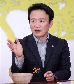 25일 남경필 경기지사가 페이스북에 글을 올리고 새누리당 의원들에게 박근혜 대통령 탄핵에 당당하게 임하라고 요구했다. 한경DB.