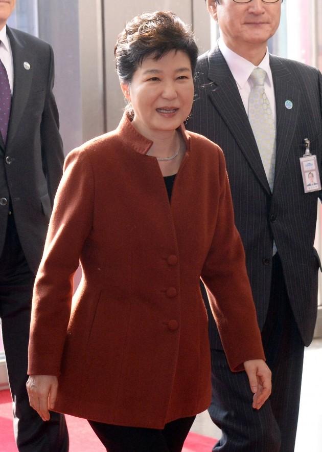 박근혜 대통령 국정 지지율이 역대 대통령 최저 수준인 4%에 머물고 있다고 여론조사 전문기관 한국갤럽이 25일 밝혔다. 한경DB.