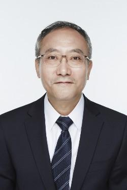윤소하 정의당 국회의원은 25일 청와대의 의약품 구매액이 서창석 서울대병원장(사진)이 박근혜 대통령의 주치의를 맡았을 때 전임자 때보다 2배 가량 늘었다고 밝혔다. 한경DB.