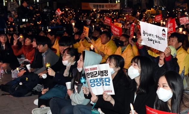 법원이 25일 박근혜 대통령의 퇴진을 요구하는 전국농민회총연맹(전농)의 '상경시위'를 허용하라고 판결했다. 다만 트랙터 등 중장비를 이용한 시위는 사실상 금지했다. 한경DB.