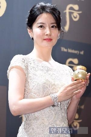 LG생활건강 '더 히스토리 오브 후'의 광고모델 이영애 씨가 비첩궁중연향 행사에 참석했다.(사진=변성현 한경닷컴 기자)