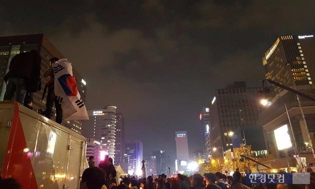 광화문광장에 모인 시민들.