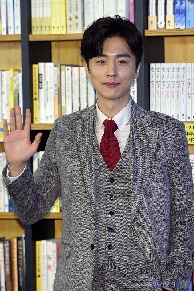 신동욱 '씁니다, 우주일지' 출간 /사진=최혁 기자