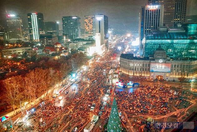지난 26일 서울에서 열린 5차 촛불집회 모습. / KOPA 사진공동취재단