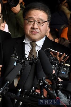 지난 2일 검찰에 출석하는 안종범 전 수석. / 최혁 기자