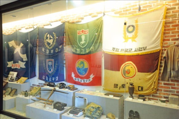 베트남 전쟁에 파견되었던 부대의 깃발. 베트남 전쟁에는 31만명의 한국군 전투병이 참전하였다.