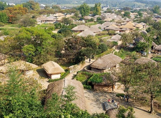 초가집이 가득한 전남 순천의 낙안읍성 민속마을.
