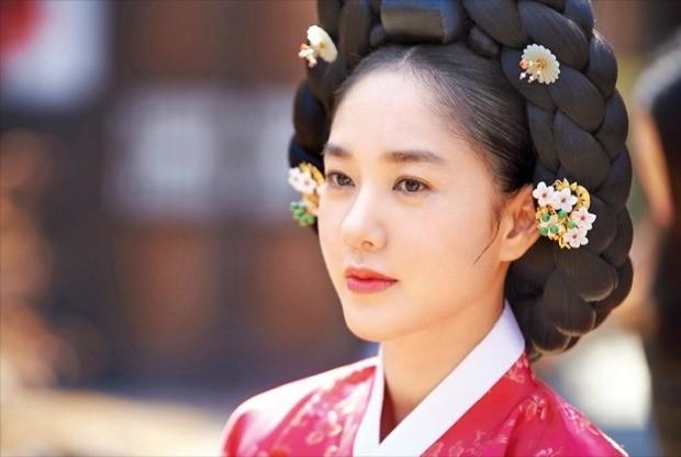 MBC 주말 드라마 '옥중화'에서 문정왕후를 등에 업고 권력을 누리며 전횡을 일삼는 정난정.