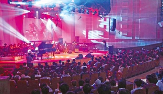 지난달 8일 서울 여의도 KBS 아트홀에서 열린 던전앤파이터 콘서트. 넥슨 제공