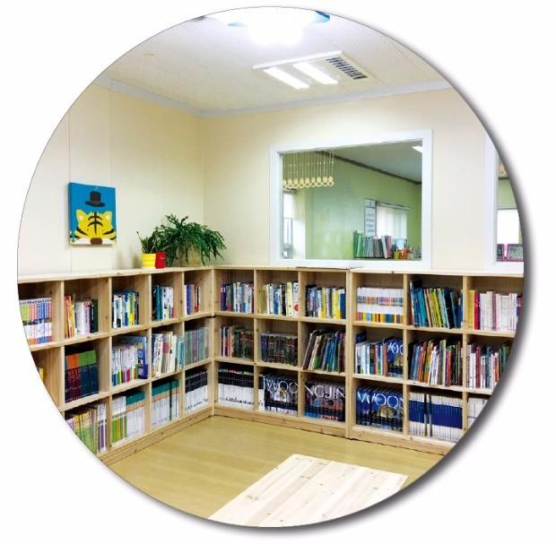 한국수력원자력은 5년간 전국 아동센터 147곳에 어린이들의 꿈의 공간인 '맞춤형 도서관'을 설치했다. 사진은 맞춤형 도서관 모습. 한국사회복지협의회·한국수력원자력 제공