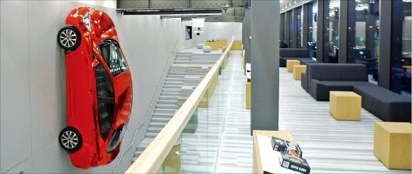 지난해 러시아 모스크바 시내에 들어선 현대자동차 브랜드 체험관 '현대 모터스튜디오 모스크바' 내부. 한경DB