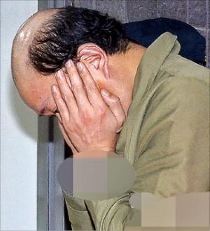 차은택 씨가 10일 검찰 조사를 받기 위해 서울중앙지방검찰청 청사로 들어서고 있다. 연합뉴스