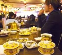 차와 다과를 즐기며 중국 전통 공연을 볼 수 있는 노사차관