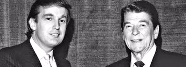 트럼프는 레이건 시대 미국의 재건을 꿈꾸고 있다. 레이건 대통령(오른쪽)을 예방한 젊은 시절의 트럼프.
