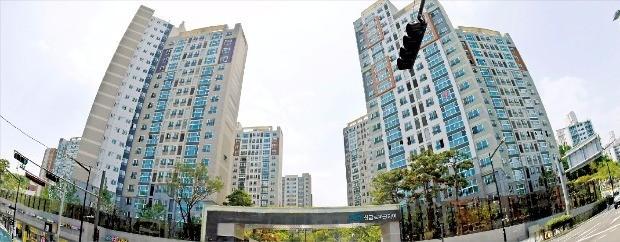 11·3 부동산 대책의 영향 등으로 전국의 아파트값과 전셋값 오름폭이 모두 둔화되고 있다. 한경DB