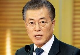 문재인 전 더불어민주당 대표가 15일 국회 의원회관에서 정국 수습 방안과 관련해 기자회견을 하고 있다. 신경훈 기자  khshin@hankyung.com