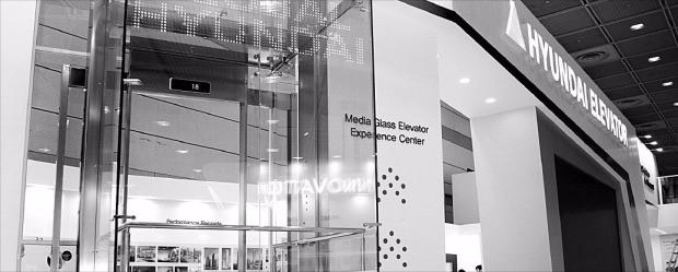 현대엘리베이터가 세계 최초로 투명 LED를 적용한 엘리베이터.
