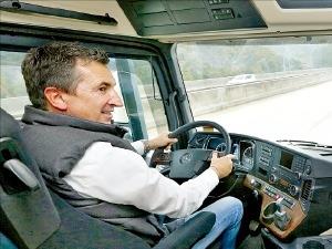 30년 경력 독일 트레이너가 '돈 버는 운전법' 1대 1 교육