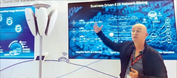 조 켈리 화웨이 상무가 화웨이의 5G 전략을 설명하고 있다.  김현석 기자