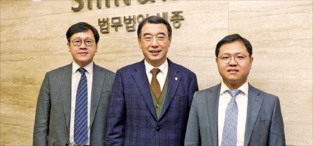 법무법인 세종 지식재산권팀의 임보경(왼쪽부터)·문용호·류시원 변호사.
