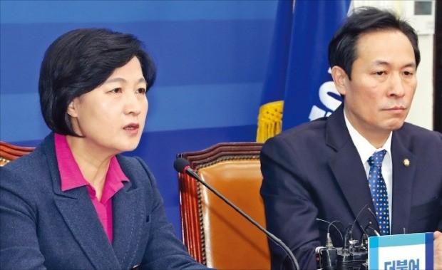추미애 더불어민주당 대표(왼쪽)가 23일 국회에서 열린 최고위원회의에서 박근혜 대통령을 강하게 비판했다. 연합뉴스