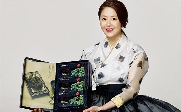 홍삼을 통째로 갈아 만드는 '참다한 홍삼' 광고모델인 배우 고현정 씨가 제품을 소개하고 있다.