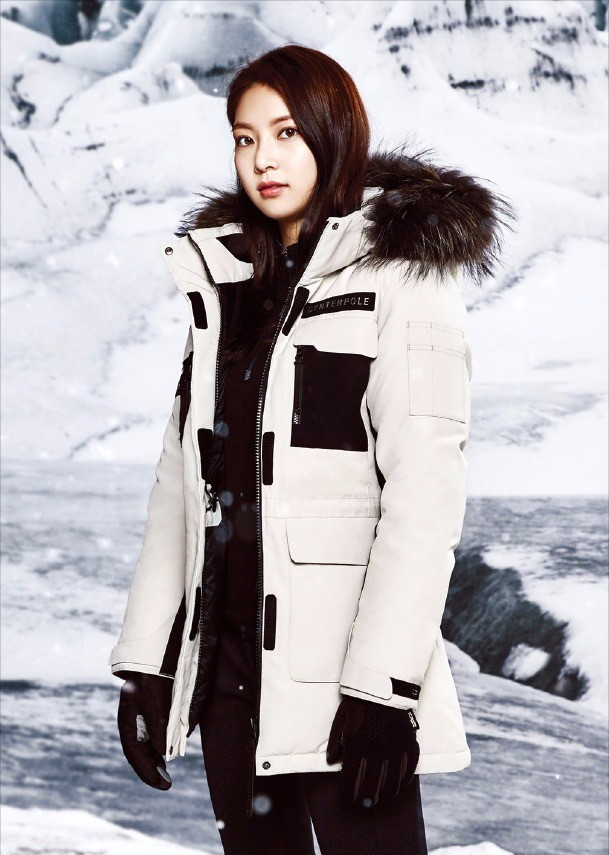 인터라켄 시리즈를 입은 배우 공승연 씨.