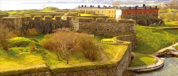 18세기 후반 스웨덴이 점령한 뒤 요새를 건설한 헬싱키 앞바다의 수오멘린나 섬