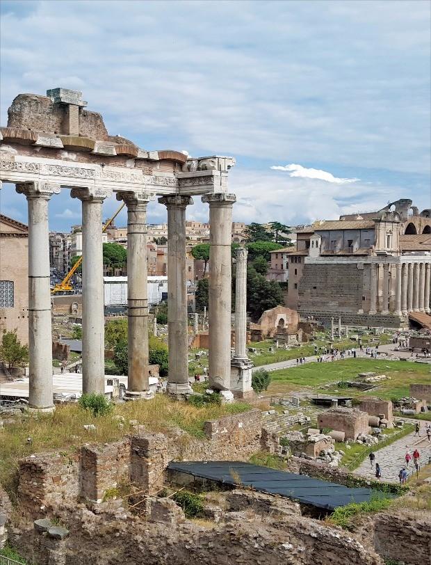 고대 로마의 중심지였던 포로로마노 전경