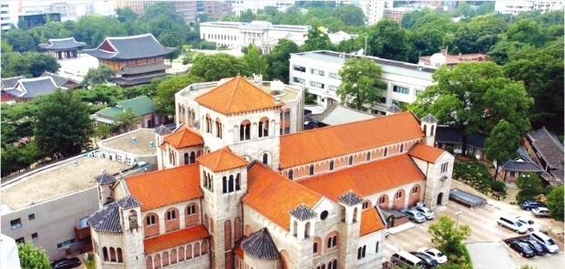 대한성공회 서울주교좌 성당. 3대 주교인 마크 트롤로프의 주도로 1926년에 완공됐다.