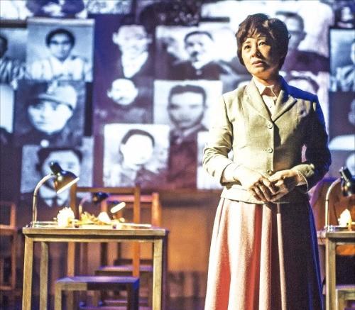 다음달 8~18일 공연하는 1인극 '달의 목소리'의 배우 원영애 씨. 극단 독립극장 제공