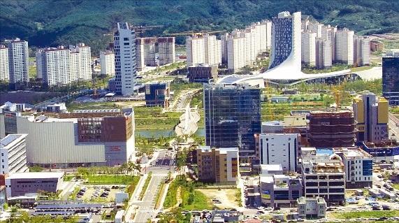 경남 진주시 문산읍과 금산면 일대에 1조577억원을 들여 조성한 진주혁신도시. 진주시 제공