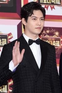 씨엔블루 이종현, '선 굵은 이목구비~'(2016 KBS 가요대축제)