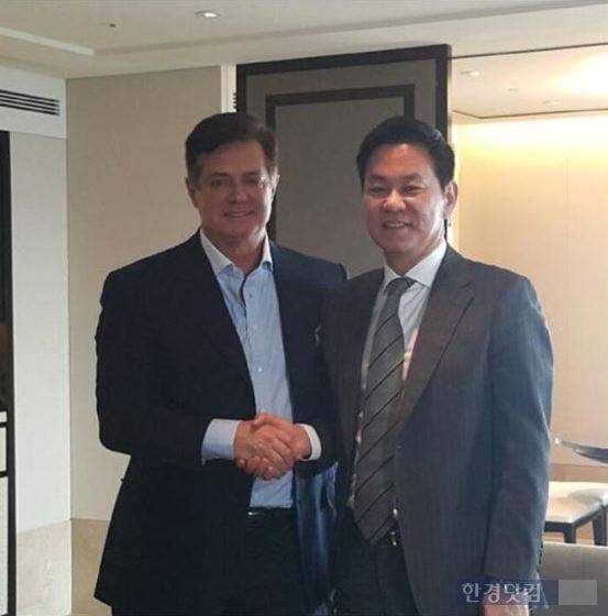 (왼쪽부터) 폴 매너포트 전 선거대책위원장, 권지훈 회장