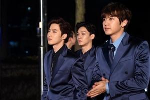 [PHOTOPIC] 엑소, 조각 같은 남자들…등장하자 소녀팬 '꺅~' (서울가요대상)