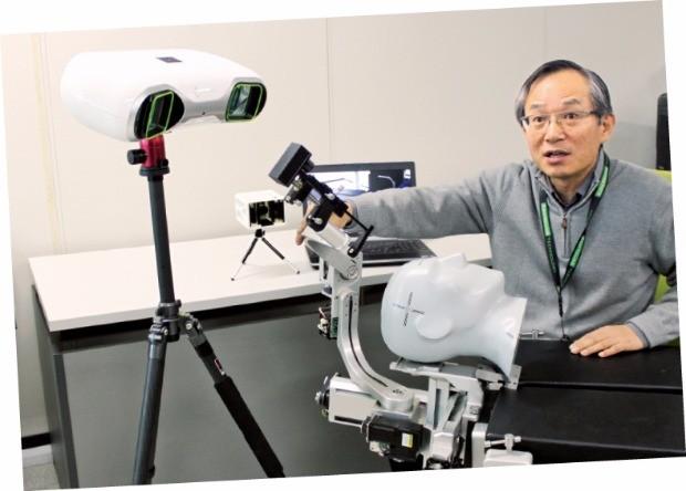고광일 고영테크놀러지 사장이 3차원 뇌수술 로봇에 대해 설명하고 있다.