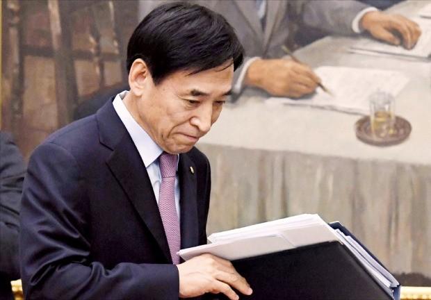한국은행, 올 성장률 전망 2.5%로 하향…또 금리동결 | | 한경닷컴
