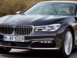 운전의 즐거움 주는 BMW 7 시리즈의 특별한 기능…선루프 표면에 LED 불빛, 밤하늘 별빛 분위기