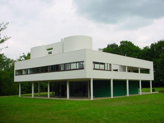 필로티 설계가 적용된 근대 건축물 '빌라 사부아'. 사진=위키피디아