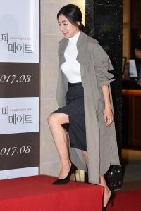박진희, '각선미 살짝 드러내고'
