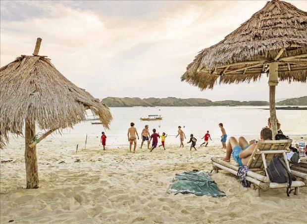 인도네시아에서 가장 아름다운 해변으로 꼽히는 탄중 안.