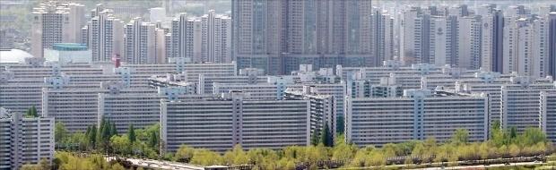 광역중심 기능을 수행하는 잠실역 주변부에 50층을 일부 지을 수 있게 된 서울 잠실동 잠실주공5단지 전경. 한경DB