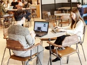 [스타트업 리포트] 사무실보단 라운지…밀레니얼 세대형 '공유 오피스'