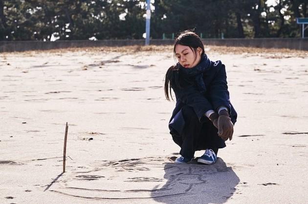 영화 <밤의 해변에서 혼자> 스틸 이미지