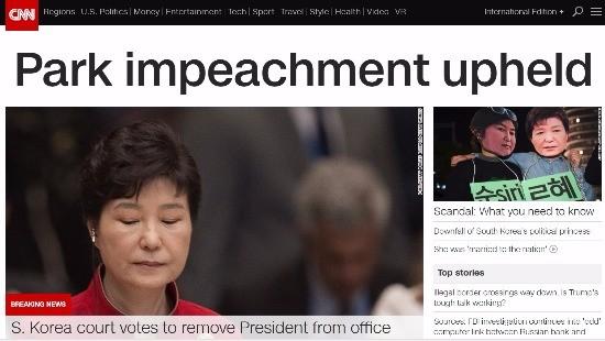 10일 박근혜 대통령의 탄핵 소식이 전면에 올라온 미국 CNN 홈페이지. / 사진=CNN 홈페이지 캡쳐.