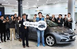 한국GM, '올 뉴 크루즈' 1호차 전달…본격적인 판매 돌입